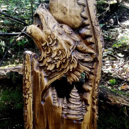 Płaskorzeźba wilk