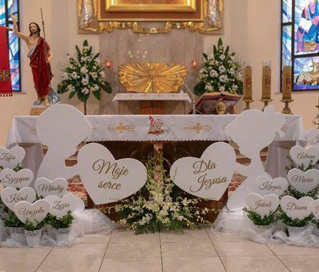 Duże dekoracje pod ołtarz
